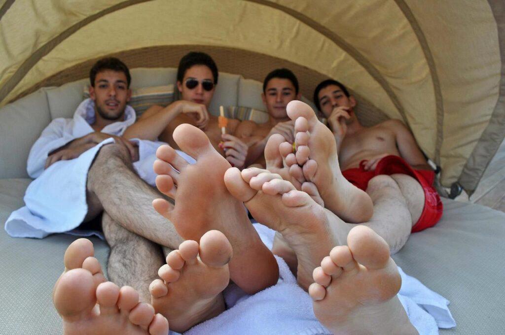 GayFootBlog Male Feet Fetish