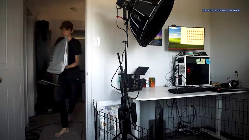 matt sets up his monitor