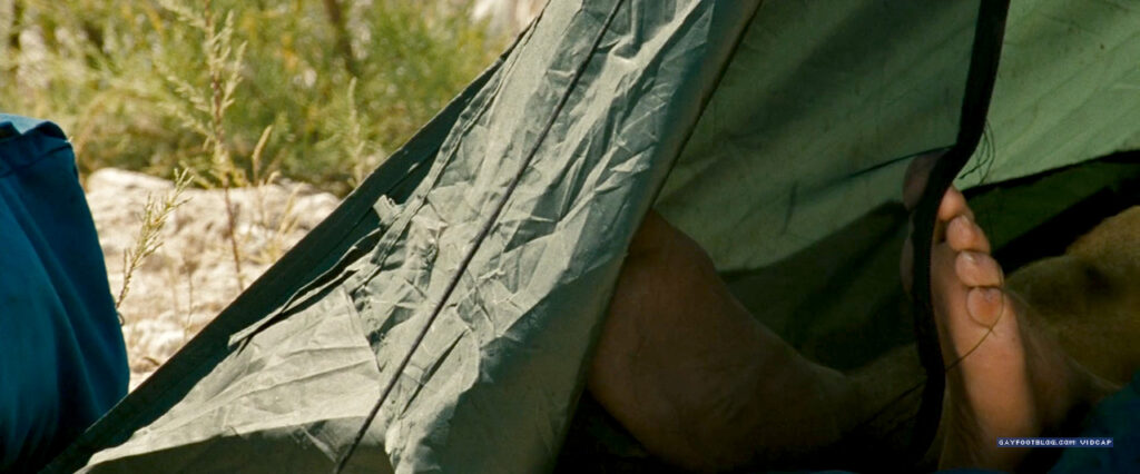 emile hirsch sole sleeping in a tent