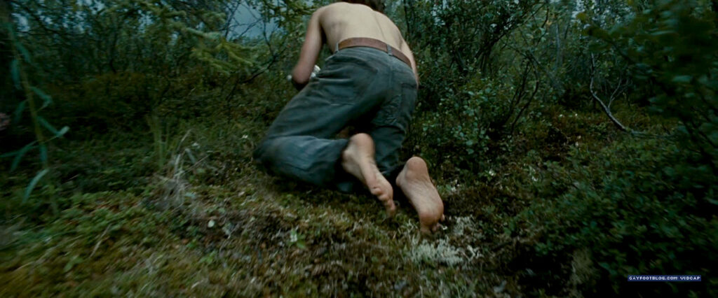 emile hirsch feet - foraging for berries