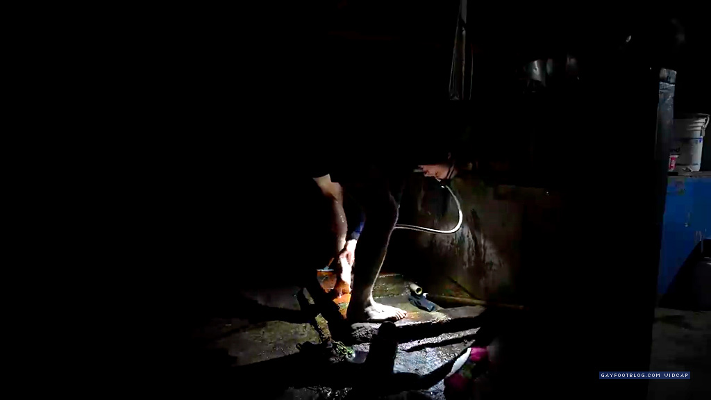 kraig washing his feet